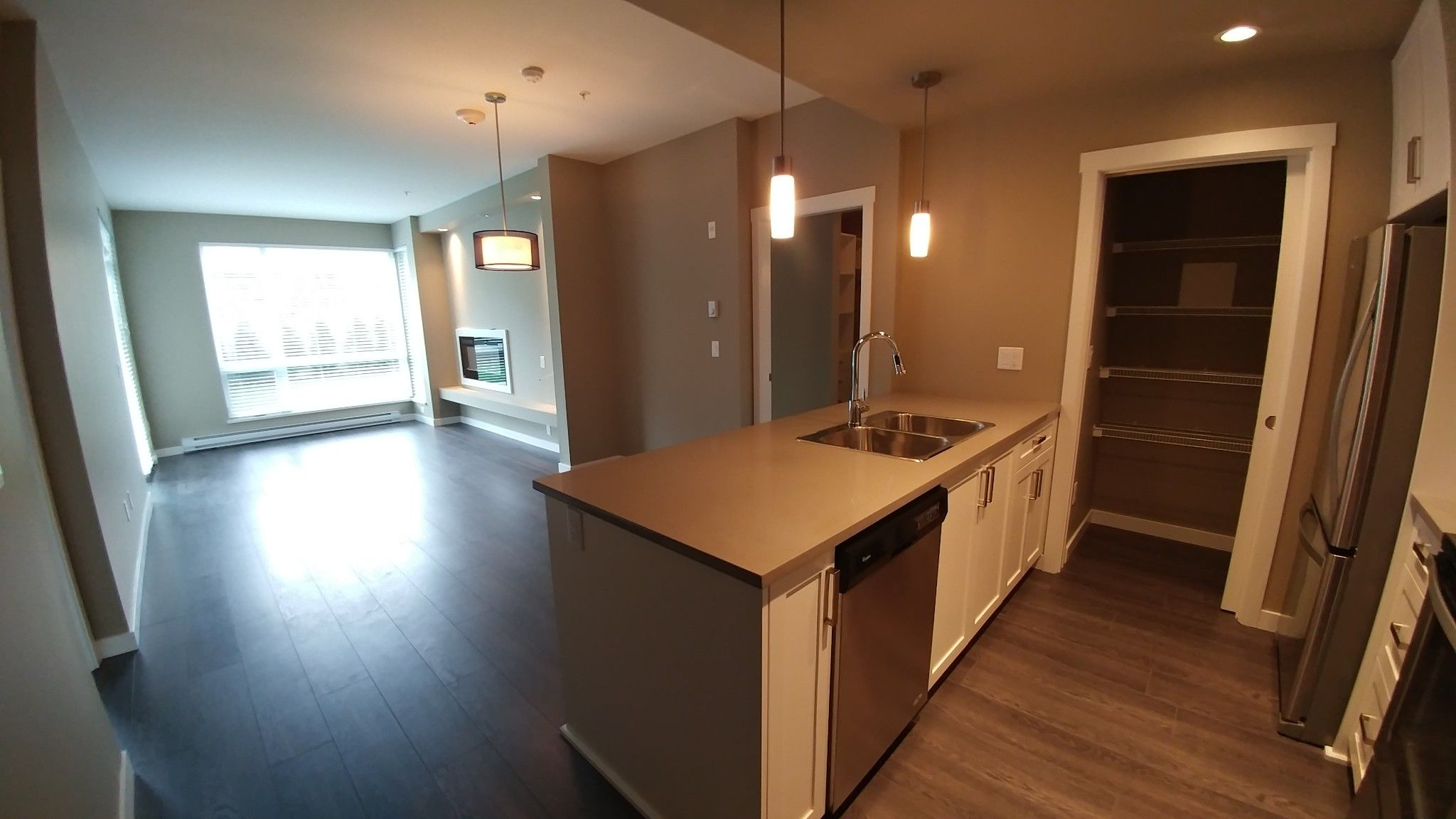 Photo 3: Photos: #209 2242 Whatcom Rd. in Abbotsford: Abbotsford East Condo for rent