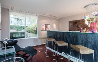 """Photo 8: 1075 EXPO Boulevard in Vancouver: Yaletown Townhouse for sale in """"MARINA POINTE"""" (Vancouver West)  : MLS®# R2253361"""