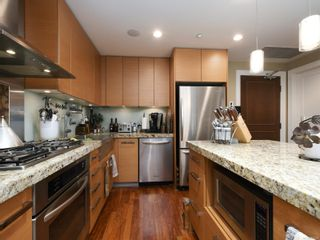Photo 2: 721 1400 Lynburne Pl in : La Bear Mountain Condo for sale (Langford)  : MLS®# 867229