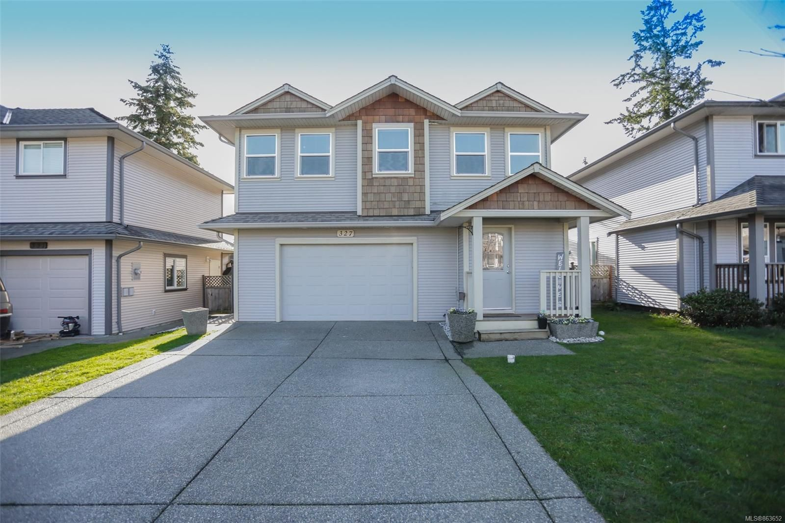 Main Photo: 327 Applewood Cres in : Na South Nanaimo House for sale (Nanaimo)  : MLS®# 863652