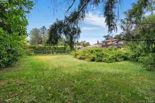 Photo 5: 630/632 Agnes St in VICTORIA: SW Glanford House for sale (Saanich West)  : MLS®# 820021