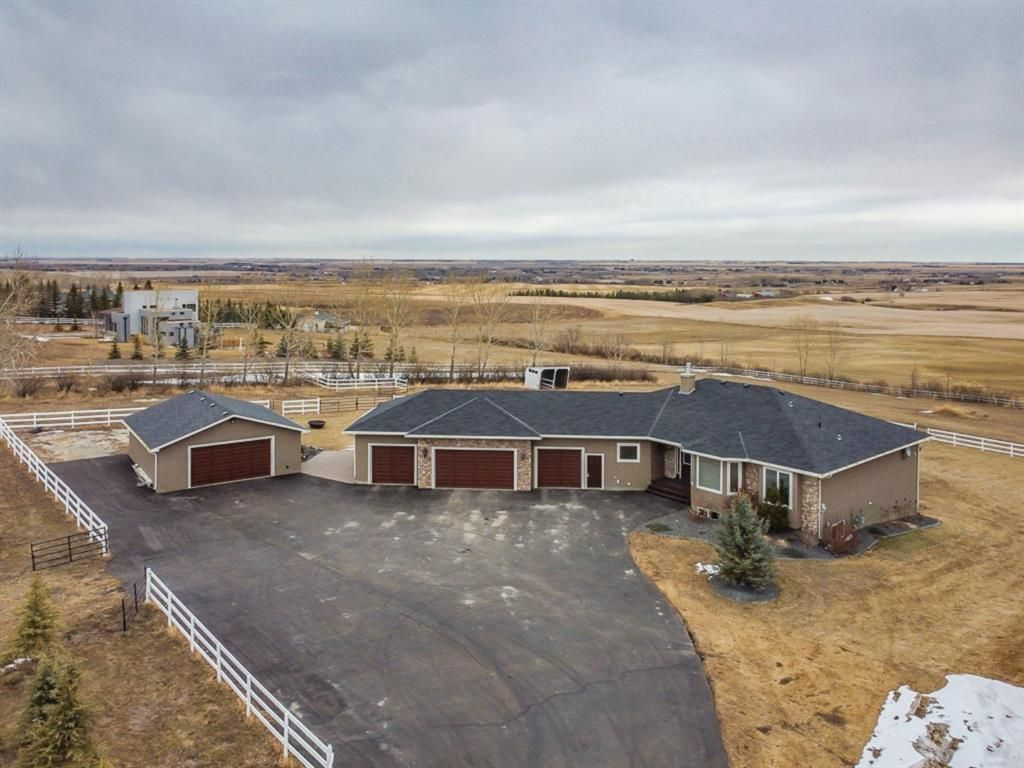Main Photo: 274116 64 Street E: Rural Foothills County Detached for sale : MLS®# A1085796