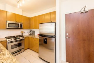 """Photo 3: 407 14 E ROYAL Avenue in New Westminster: Fraserview NW Condo for sale in """"Victoria Hill"""" : MLS®# R2280789"""
