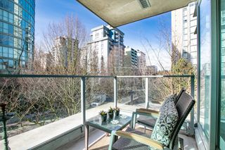 """Photo 6: 309 1889 ALBERNI Street in Vancouver: West End VW Condo for sale in """"LORD STANLEY"""" (Vancouver West)  : MLS®# R2343029"""
