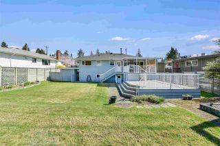 """Photo 15: 919 DUNDONALD Drive in Port Moody: Glenayre House for sale in """"Glenayre"""" : MLS®# R2353817"""