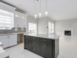 """Photo 8: 18415 59A Avenue in Surrey: Cloverdale BC House for sale in """"CLOVERDALE"""" (Cloverdale)  : MLS®# R2251135"""