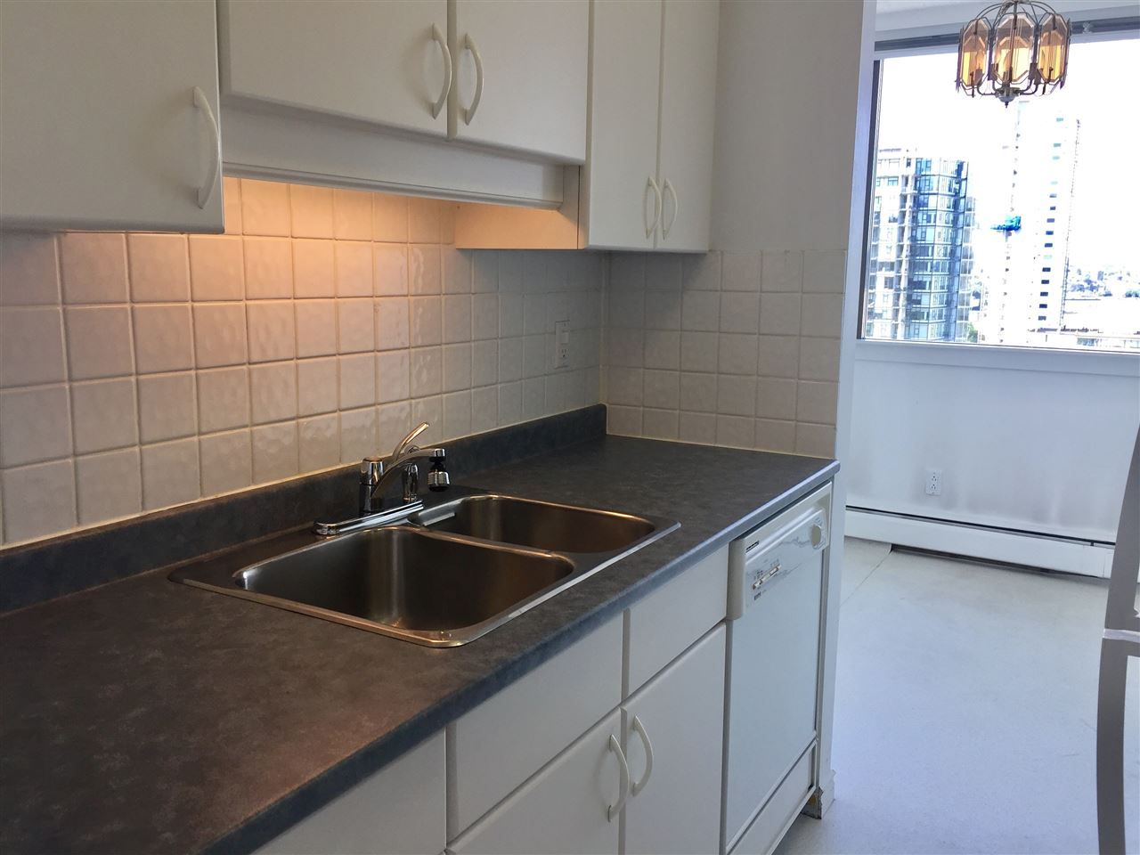 """Photo 6: Photos: 1706 1740 COMOX Street in Vancouver: West End VW Condo for sale in """"Sandpiper"""" (Vancouver West)  : MLS®# R2172816"""