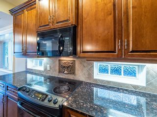 Photo 11: 529 24 Avenue NE in Calgary: Winston Heights/Mountview Semi Detached for sale : MLS®# A1021988