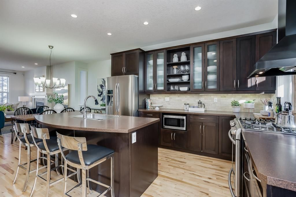 Photo 7: Photos: 219 Somme Manor SW in Calgary: Garrison Woods Detached for sale : MLS®# A1041747