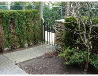"""Photo 2: 22 6233 BIRCH Street in Richmond: McLennan North Townhouse for sale in """"HAMPTONS GATE"""" : MLS®# V689042"""
