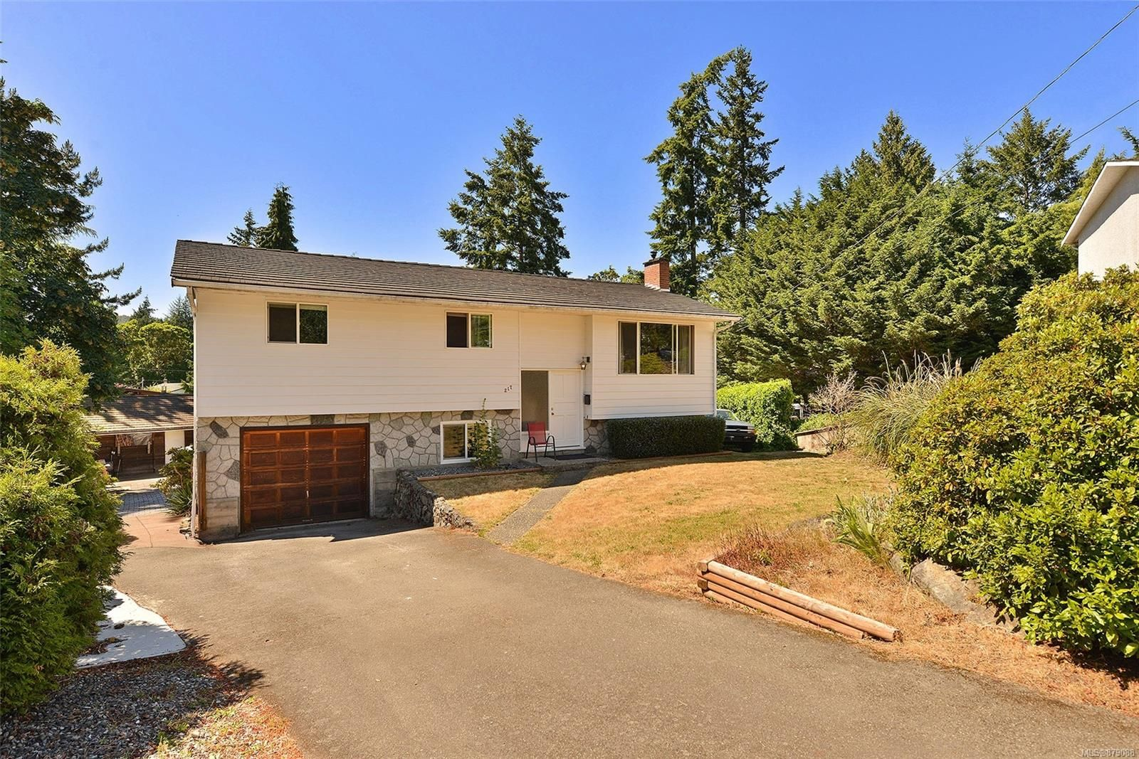 Main Photo: 217 Cottier Pl in : La Thetis Heights House for sale (Langford)  : MLS®# 879088