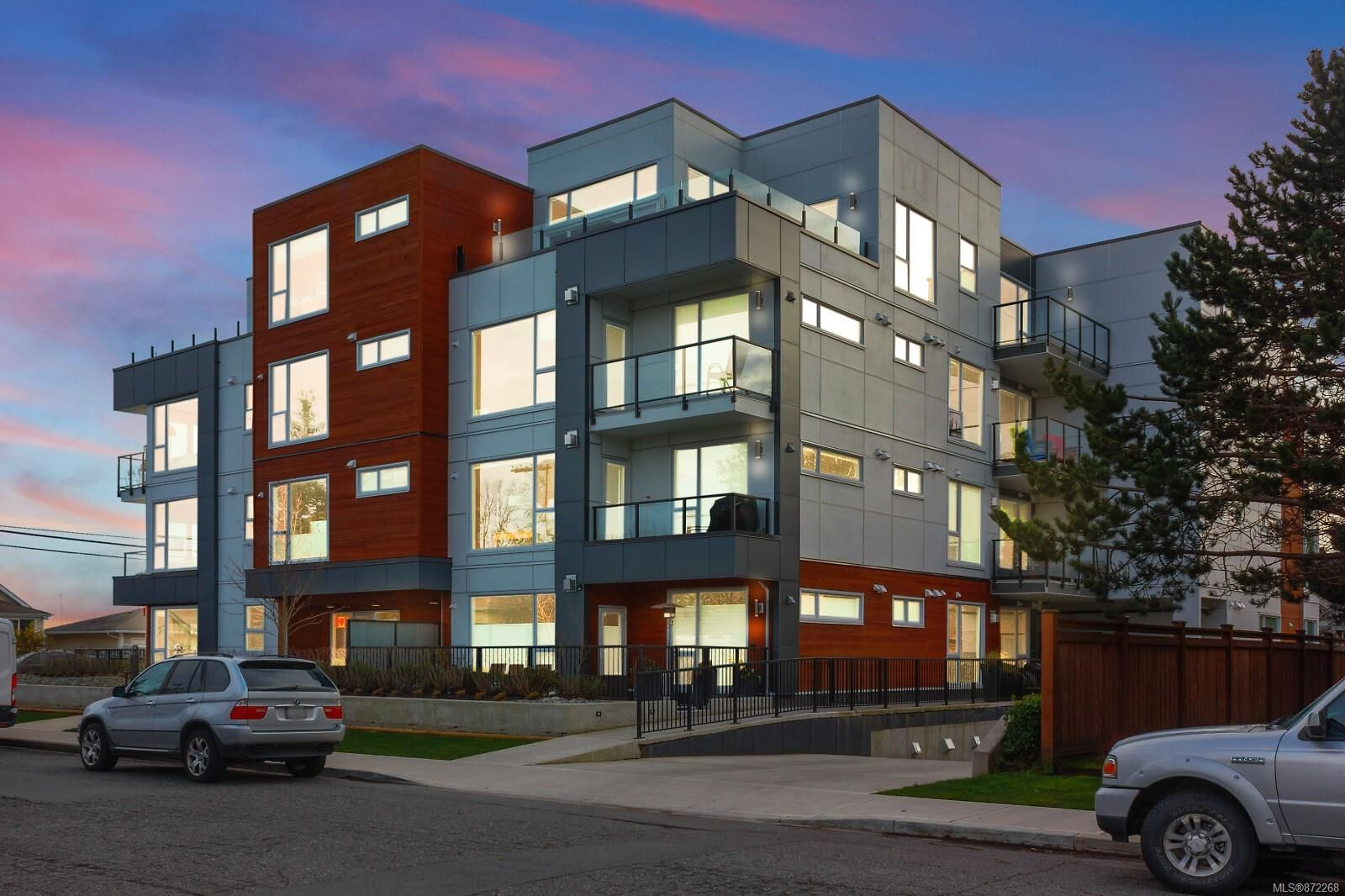 Main Photo: 105 2447 Henry Ave in : Si Sidney North-East Condo for sale (Sidney)  : MLS®# 872268