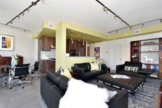 """Photo 5: 2804 1211 MELVILLE Street in Vancouver: Coal Harbour Condo for sale in """"The Ritz"""" (Vancouver West)  : MLS®# R2247457"""