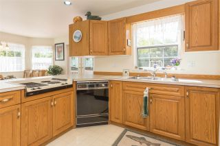 """Photo 7: 41383 DRYDEN Road in Squamish: Brackendale House for sale in """"Eagle Run"""" : MLS®# R2163949"""