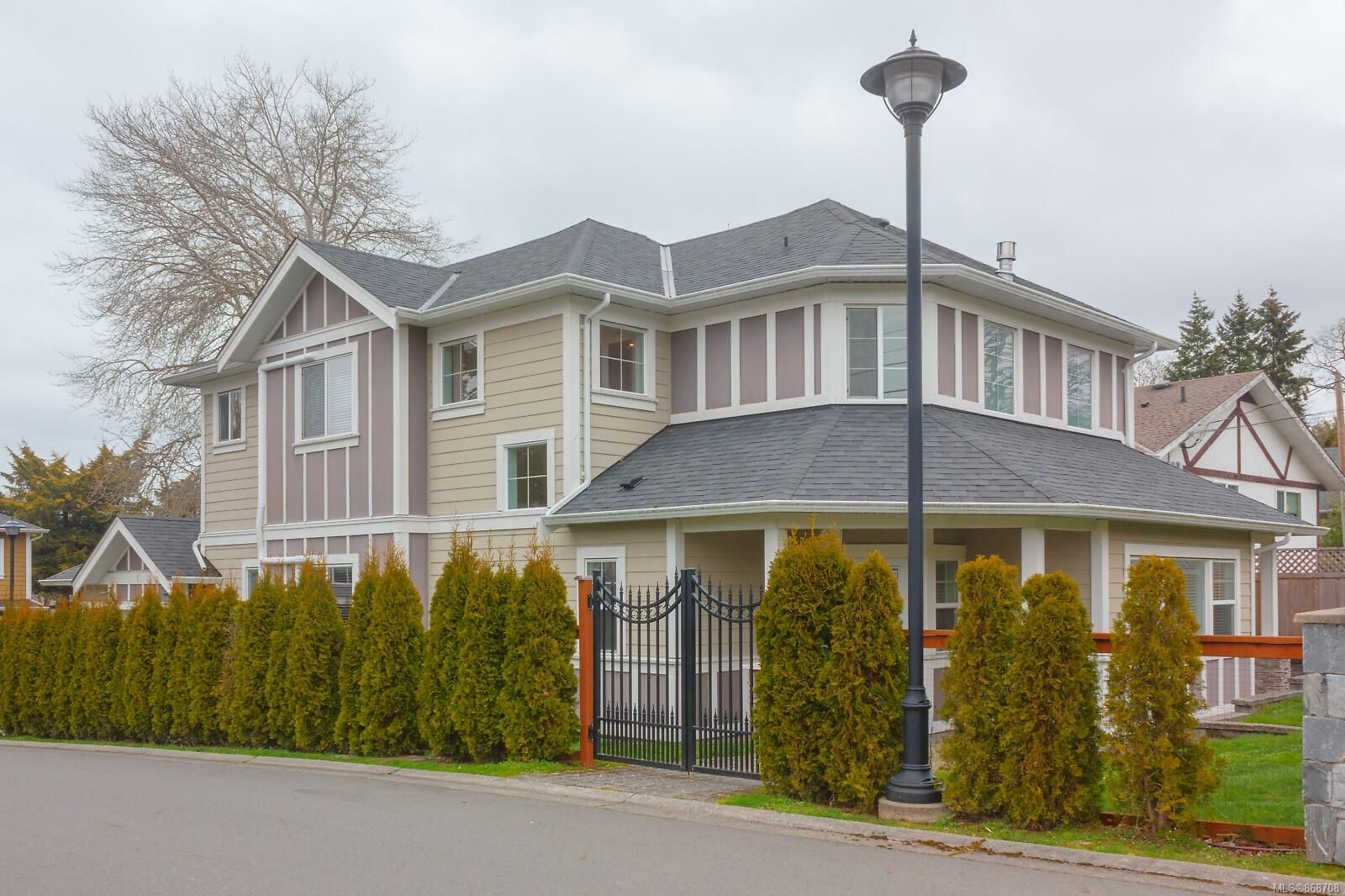 Main Photo: 3907 Twin Pine Lane in : SE Maplewood House for sale (Saanich East)  : MLS®# 868708