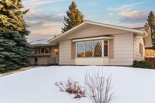 Photo 3: 907 Lake Emerald Place SE in Calgary: Lake Bonavista Detached for sale : MLS®# A1076004