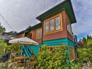 """Photo 2: 1976 NAPIER Street in Vancouver: Grandview VE House for sale in """"COMMERCIAL DRIVE"""" (Vancouver East)  : MLS®# R2082902"""