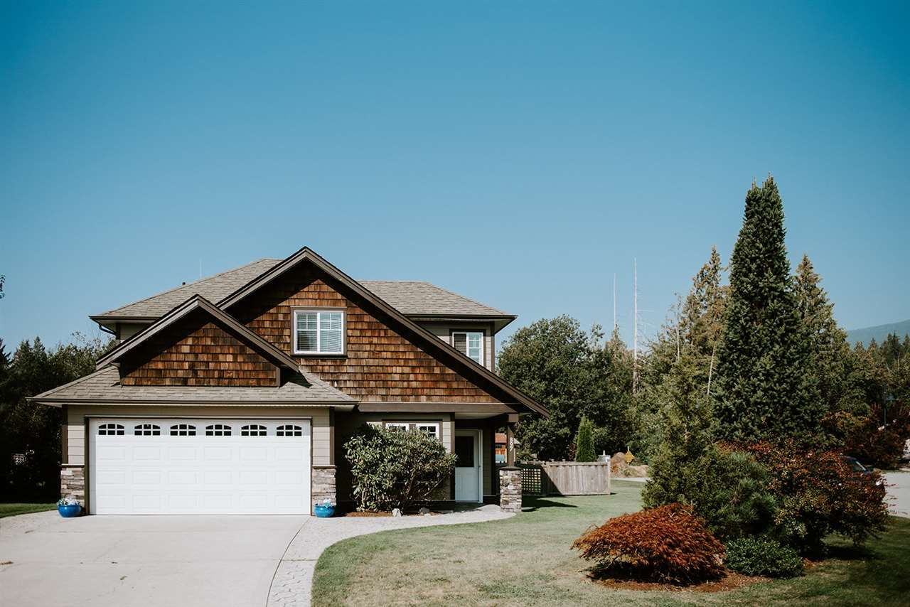 Main Photo: 897 OCEANMOUNT Boulevard in Gibsons: Gibsons & Area House for sale (Sunshine Coast)  : MLS®# R2519267