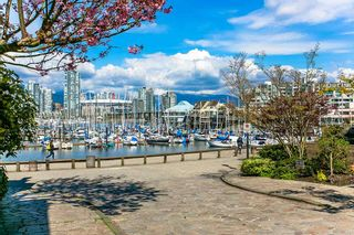"Photo 19: 401 2483 SPRUCE Street in Vancouver: Fairview VW Condo for sale in ""Skyline"" (Vancouver West)  : MLS®# R2131999"