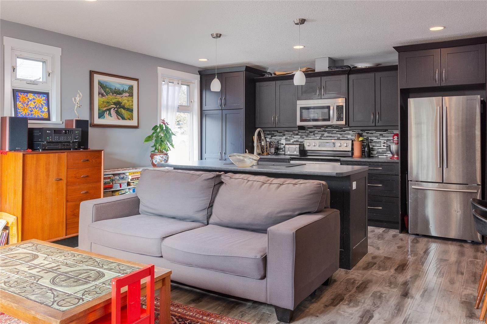 Main Photo: 590 Bradley St in : Na Central Nanaimo House for sale (Nanaimo)  : MLS®# 867131