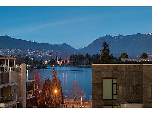 """Main Photo: 1125 W CORDOVA Street in Vancouver: Coal Harbour Townhouse for sale in """"HARBOUR GREEN 3"""" (Vancouver West)  : MLS®# V1041476"""