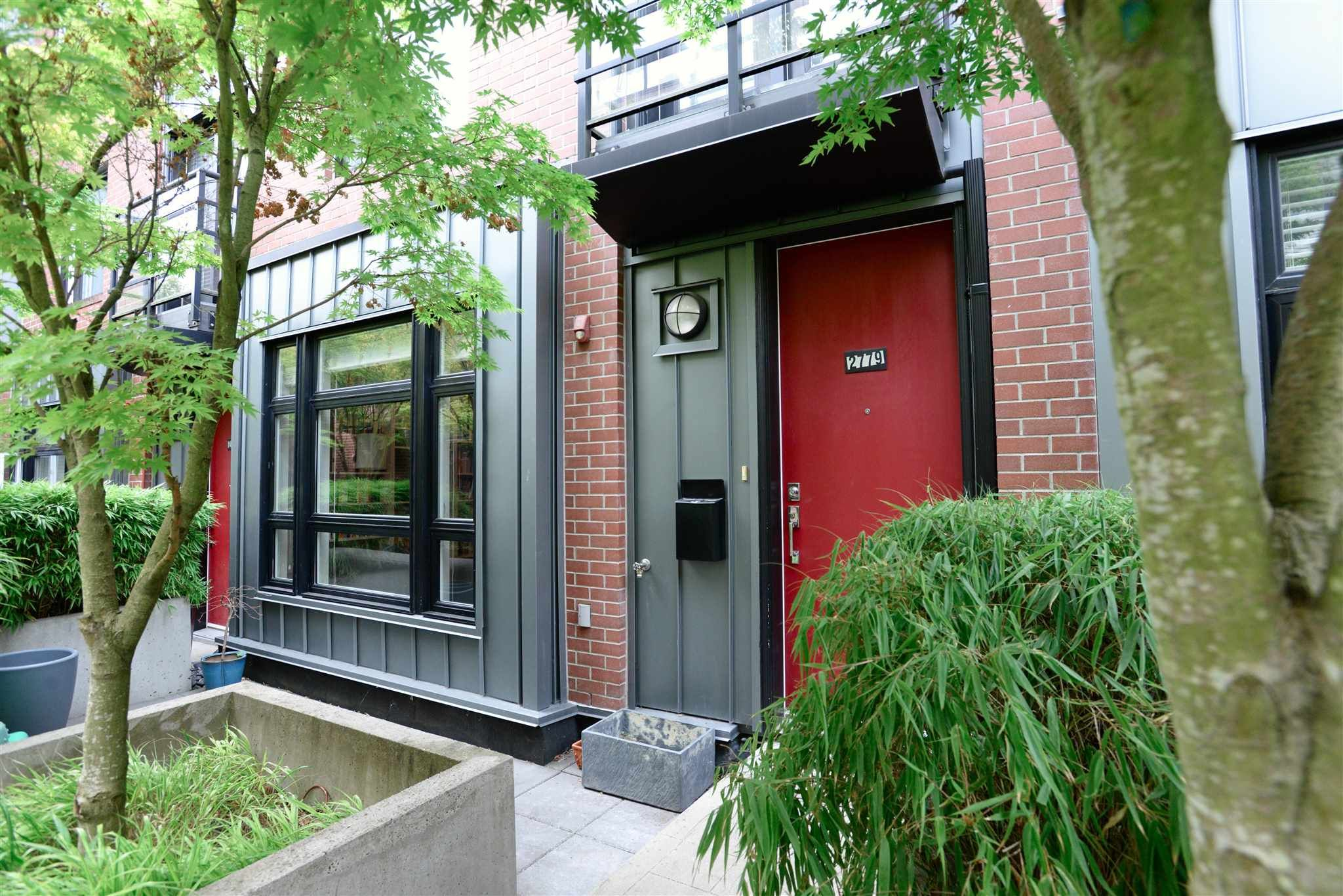 """Main Photo: 2779 GUELPH Street in Vancouver: Mount Pleasant VE Townhouse for sale in """"The Block"""" (Vancouver East)  : MLS®# R2602227"""