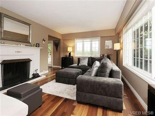 Photo 2: 2320 Hollyhill Pl in VICTORIA: SE Arbutus Half Duplex for sale (Saanich East)  : MLS®# 652006