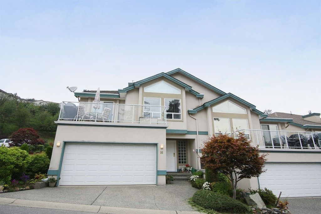 "Main Photo: 16 8590 SUNRISE Drive in Chilliwack: Chilliwack Mountain Townhouse for sale in ""MAPLE HILLS"" : MLS®# H2151687"
