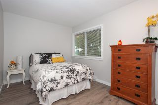 """Photo 10: 6088 W GREENSIDE Drive in Surrey: Cloverdale BC Townhouse for sale in """"Greenside Estates - Cluster 15"""" (Cloverdale)  : MLS®# R2318848"""