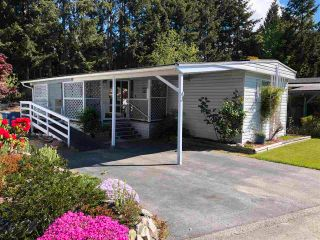 """Photo 1: 43 4116 BROWNING Road in Sechelt: Sechelt District Manufactured Home for sale in """"ROCKLAND WYND MOBILE HOME PARK"""" (Sunshine Coast)  : MLS®# R2580958"""