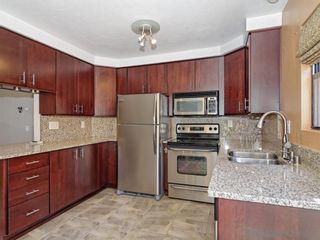 Photo 5: LA JOLLA Townhouse for sale : 2 bedrooms : 8738 Villa La Jolla Dr #2