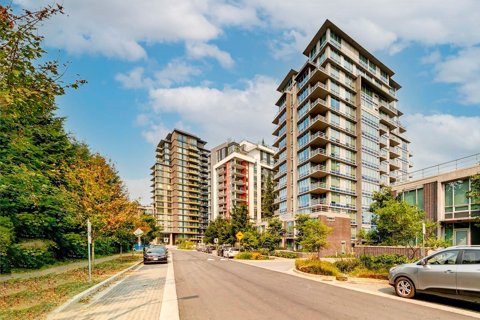 """Main Photo: 306 9060 UNIVERSITY Crescent in Burnaby: Simon Fraser Univer. Condo for sale in """"Altitude Tower 2"""" (Burnaby North)  : MLS®# R2609733"""