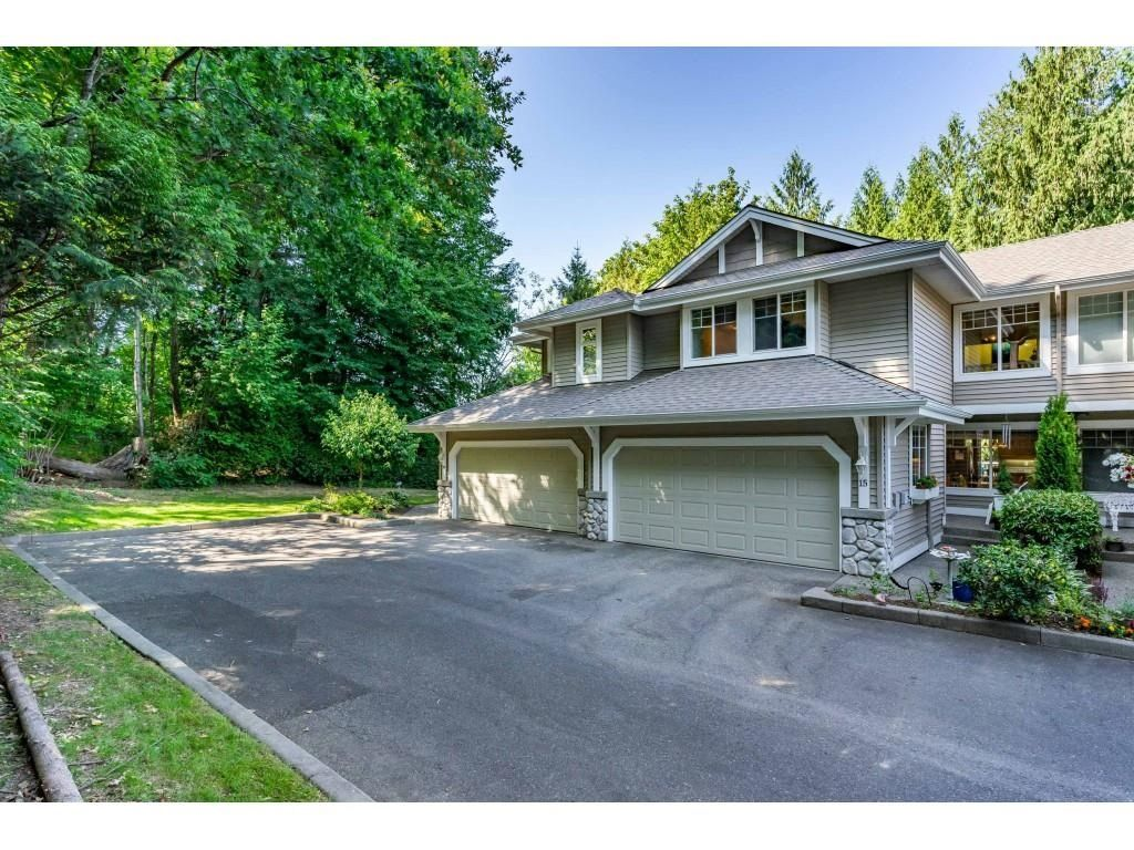 """Main Photo: 15 35253 CAMDEN Court in Abbotsford: Abbotsford East Townhouse for sale in """"Camden Court"""" : MLS®# R2600952"""