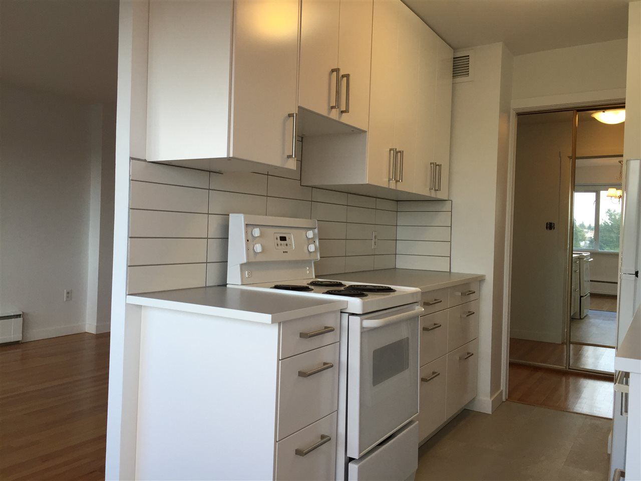 "Photo 4: Photos: 504 6026 TISDALL ST in Vancouver: Oakridge VW Condo for sale in ""Oakridge Towers"" (Vancouver West)  : MLS®# R2021576"