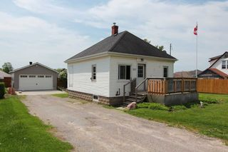 Photo 1: 547 E King Avenue in Clarington: Newcastle House (Bungalow) for sale : MLS®# E4773216