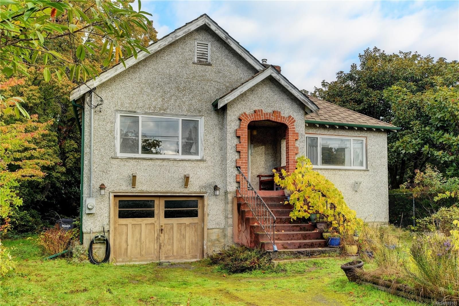 Main Photo: 1120 Rock St in Saanich: SE Maplewood House for sale (Saanich East)  : MLS®# 888101