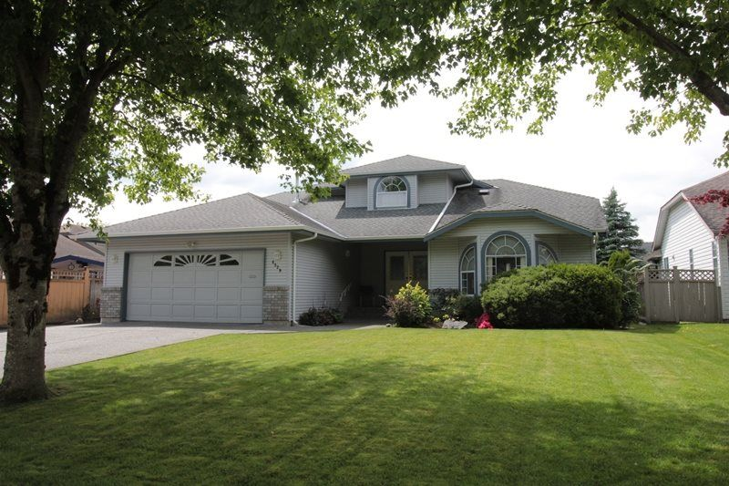 """Main Photo: 4529 219 Street in Langley: Murrayville House for sale in """"Murrayville"""" : MLS®# R2173428"""