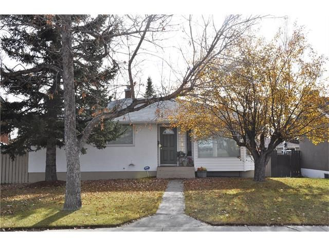 Main Photo: 2407 52 Avenue SW in Calgary: North Glenmore Park House for sale : MLS®# C4087732