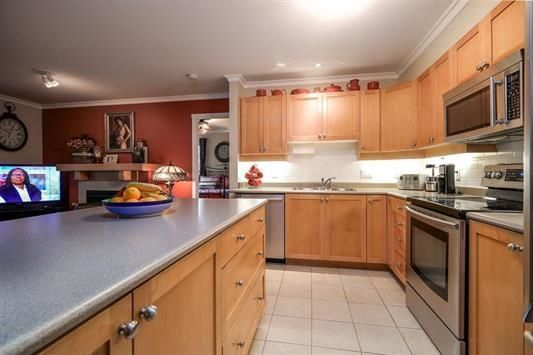 """Photo 11: Photos: 401 808 SANGSTER Place in New Westminster: The Heights NW Condo for sale in """"THE BROCTON"""" : MLS®# R2215829"""