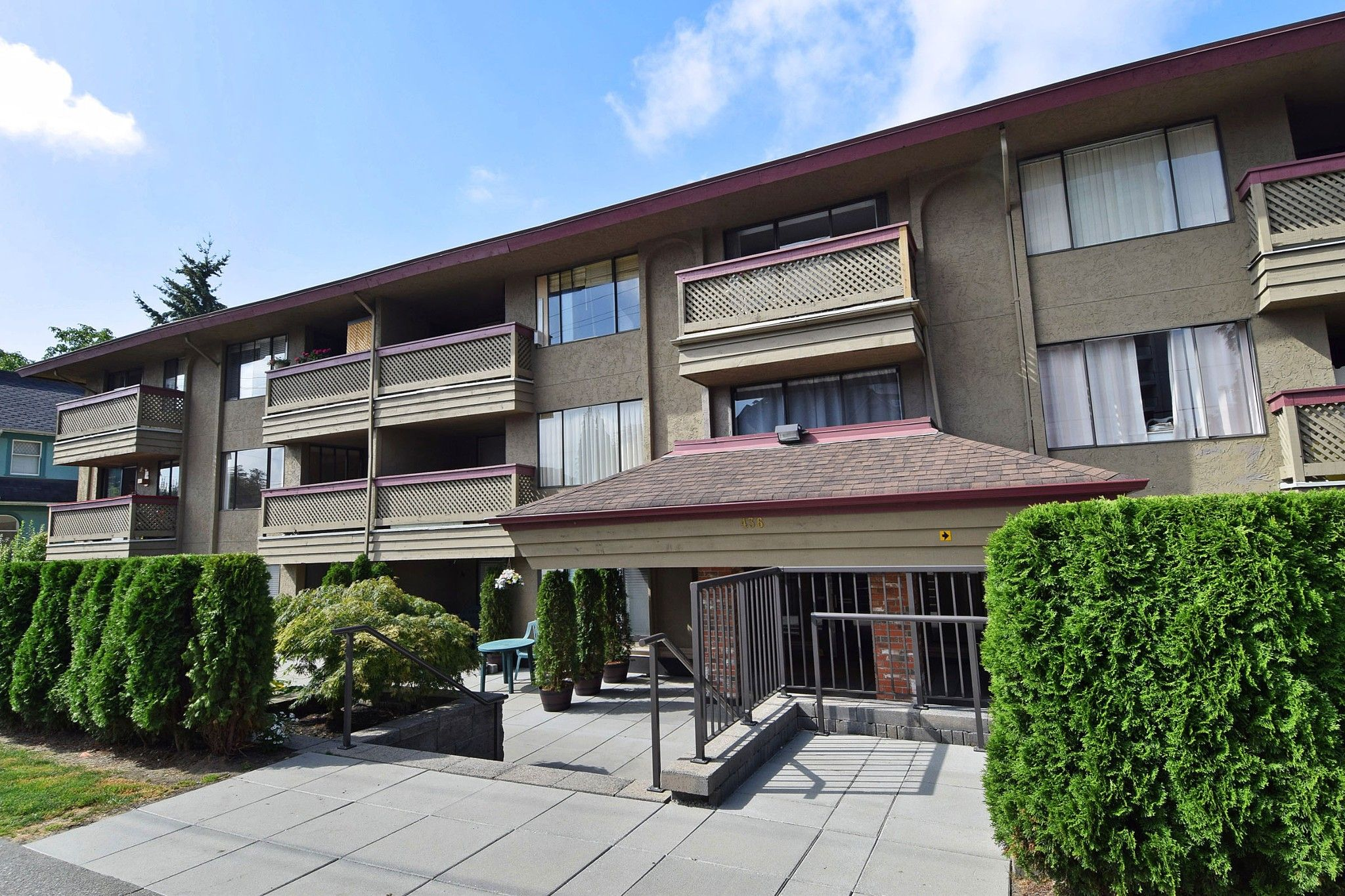 """Main Photo: 214 436 SEVENTH Street in New Westminster: Uptown NW Condo for sale in """"Regency Court"""" : MLS®# R2289839"""
