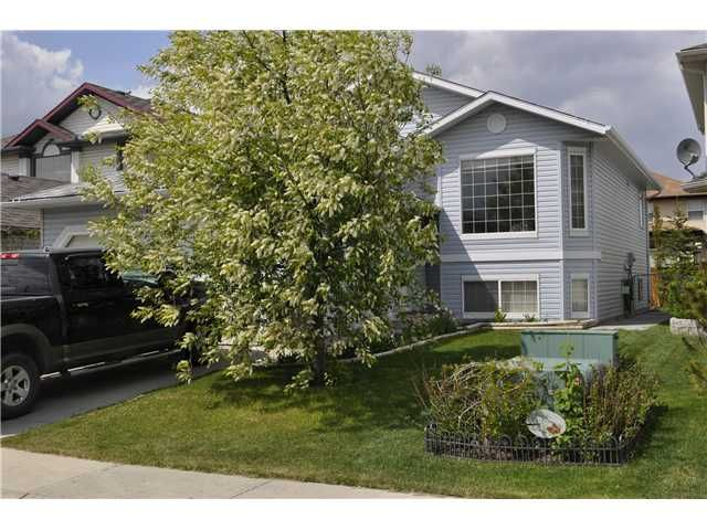 5 Bedroom Bi-Level located within a Cul-de-Sac in the great community of THE FAIRWAYS