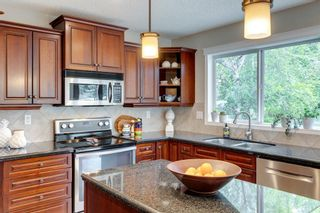 Photo 13: 63 Springbluff Boulevard SW in Calgary: Springbank Hill Detached for sale : MLS®# A1131940