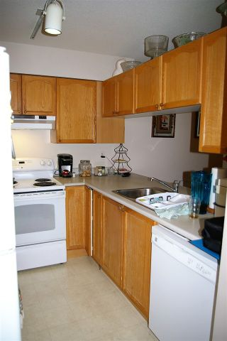 """Photo 3: 202 45504 MCINTOSH Drive in Chilliwack: Chilliwack W Young-Well Condo for sale in """"Vista View"""" : MLS®# R2209228"""