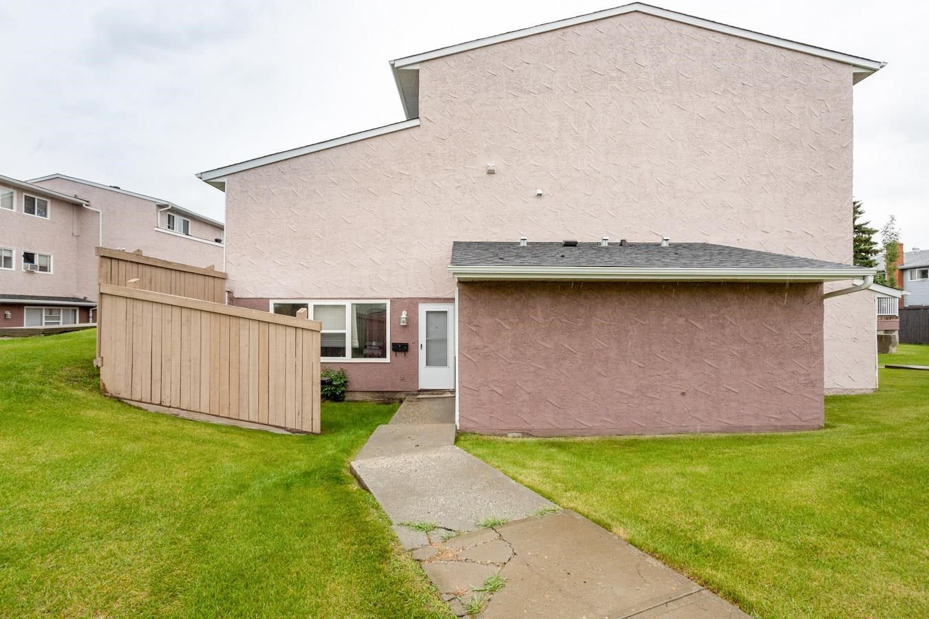 Main Photo: 9 13570 38 Street in Edmonton: Zone 35 Townhouse for sale : MLS®# E4249096