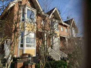 "Photo 2: 485 W 46TH Avenue in Vancouver: Oakridge VW Townhouse for sale in ""THIS OAKRIDGE"" (Vancouver West)  : MLS®# R2529995"