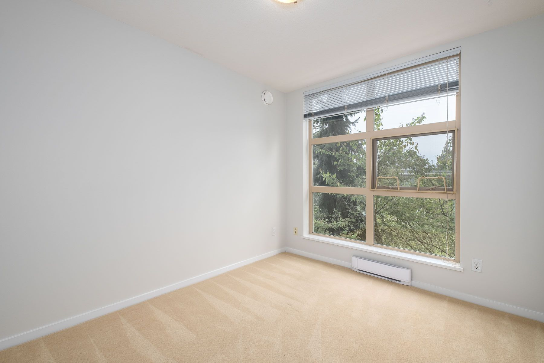 """Photo 19: Photos: 404 9339 UNIVERSITY Crescent in Burnaby: Simon Fraser Univer. Condo for sale in """"HARMONY AT THE HIGHLANDS"""" (Burnaby North)  : MLS®# R2578073"""