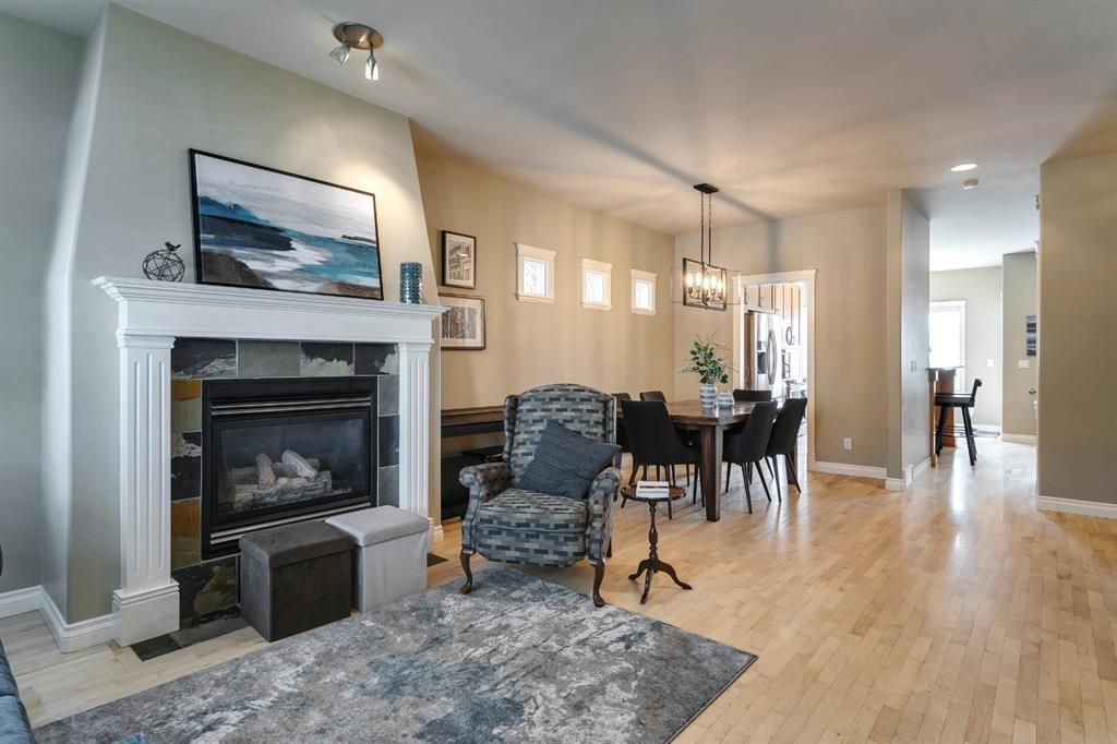 Main Photo: 1633 17 Avenue NW in Calgary: Capitol Hill Semi Detached for sale : MLS®# A1143321