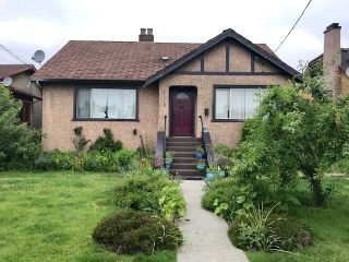 """Photo 1: 1113 LONDON Street in New Westminster: Moody Park House for sale in """"Moody Park"""" : MLS®# R2374211"""
