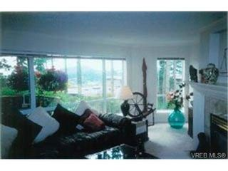 Photo 3: 203 940 Boulderwood Rise in VICTORIA: SE Broadmead Condo for sale (Saanich East)  : MLS®# 292160