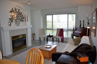 """Photo 4: 229 19528 FRASER Highway in Surrey: Cloverdale BC Condo for sale in """"FAIRMONT"""" (Cloverdale)  : MLS®# R2087979"""